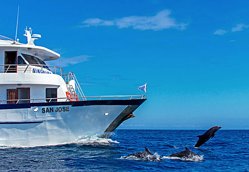 Galapagos cruise and tour aboard the tourist class yacht San Jose